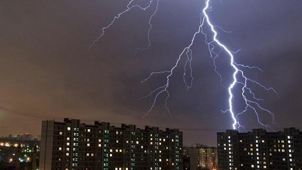 Два человека погибли при грозе вМосковском регионе, девять пострадали