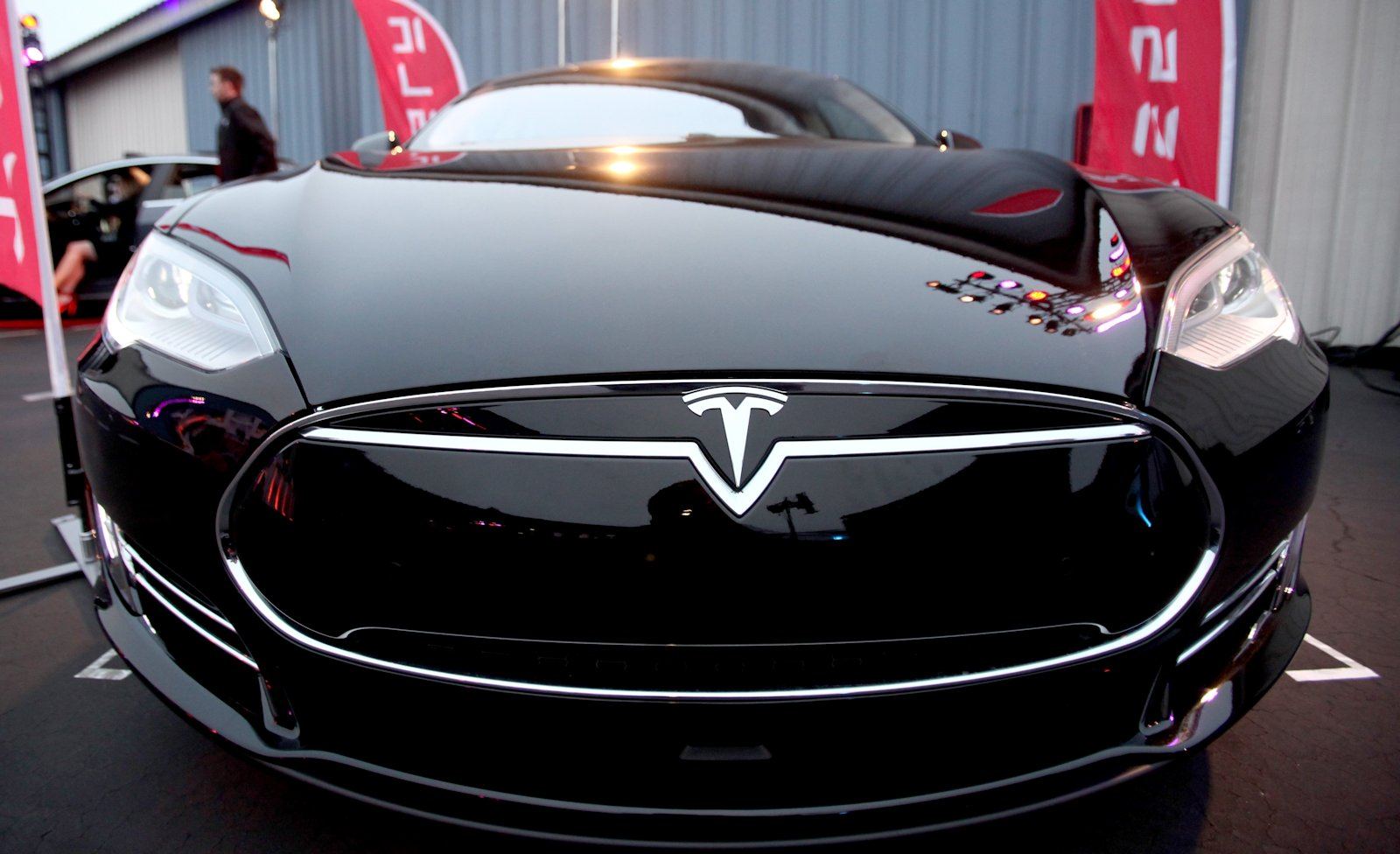 Вовтором квартале 2017 года Tesla потеряла неменее 400 млн долларов