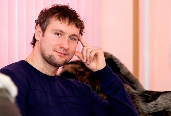 Известный хоккеист напугал пистолетом посетителей ресторана в центре Москвы