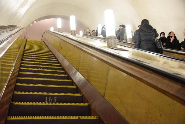 Эскалаторы на 3-х станциях московского метро закрыли наремонт