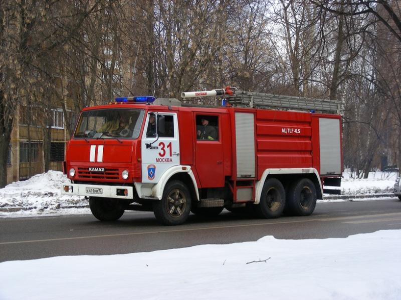 В столице России полыхает дом на улице Добролюбова, 25
