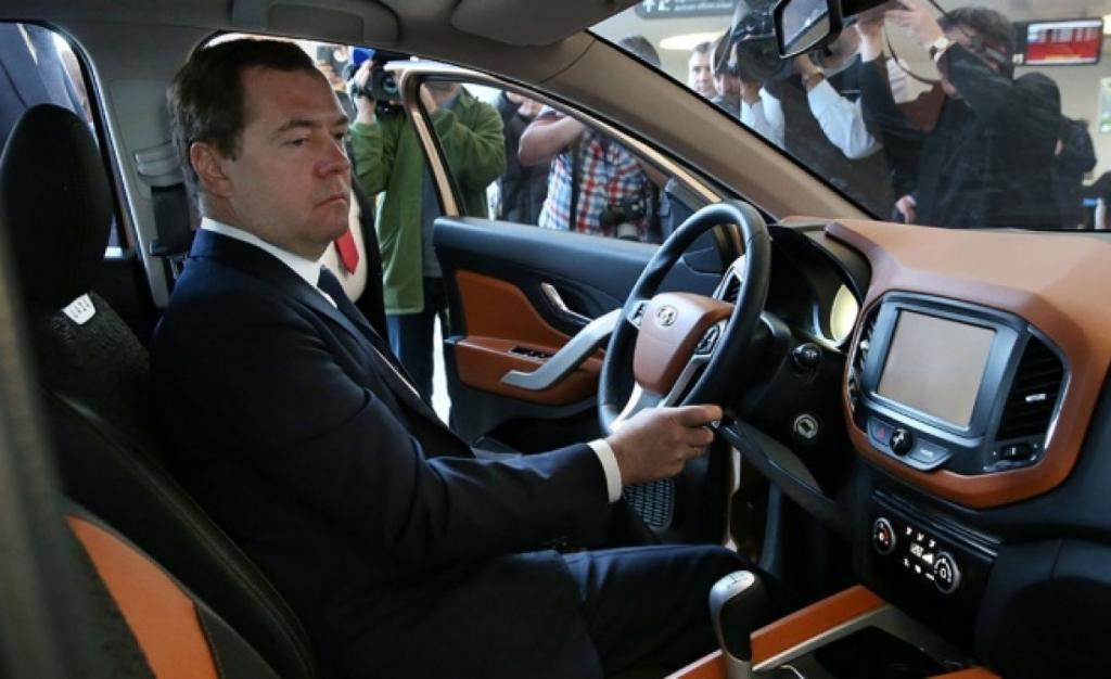 Автомобиль есть вкаждой семье— Дмитрий Медведев