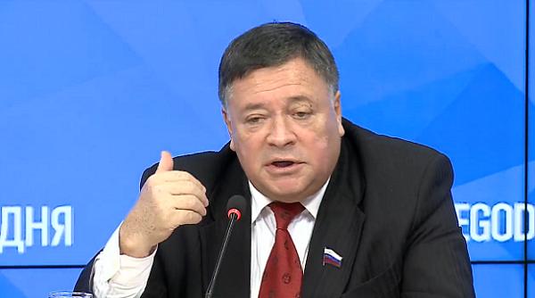 Тщеславие сенатора Сергея Калашникова не знает границ