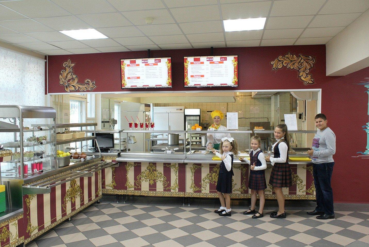Обед в стиле Романовых – школьная столовая в Москве превратилась в царский ресторан