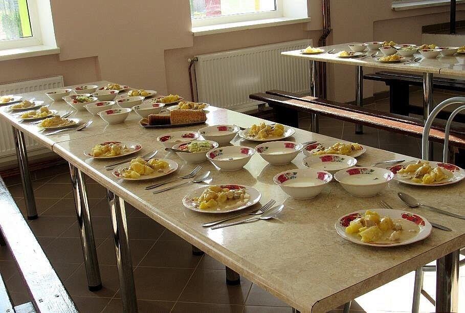 Школьная еда на выброс: почему в школах Москвы дети съедают больше, чем в регионах