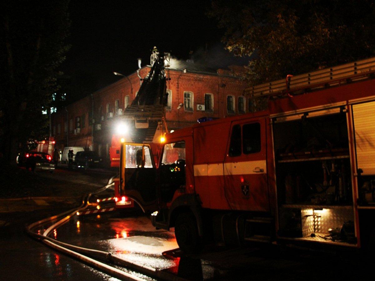 Пожар произошел в тц на nobr юго-востоке/nobr москвы: эвакуированы десятки человек