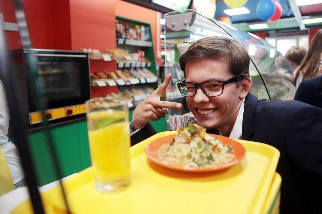 Столовые уходят в прошлое: в ЮЗАО появился первый школьный ресторан